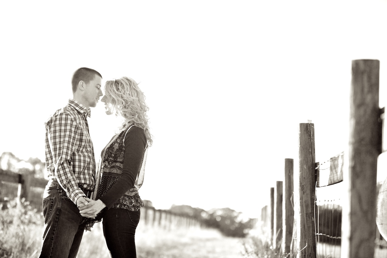 engaged-brooke-nathan-cotton-fields-countryside 032