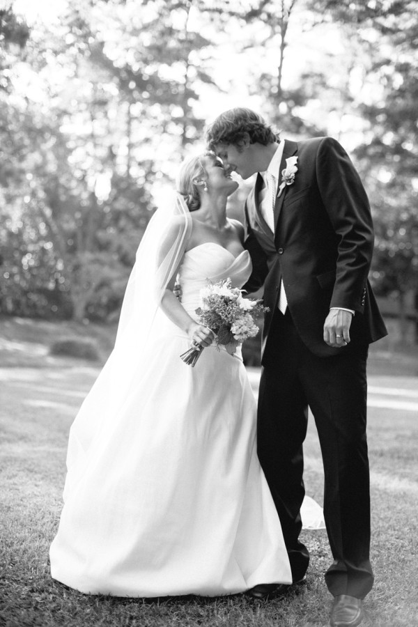 nicole-matthew-living-history-park-wedding-00008